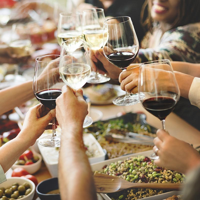 taste Syros wine with your friends