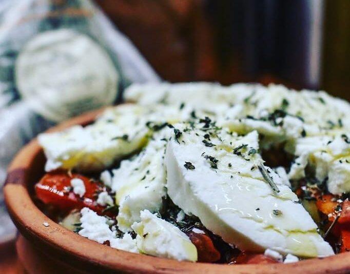 σαλάτα με τυρι τυροσύρα